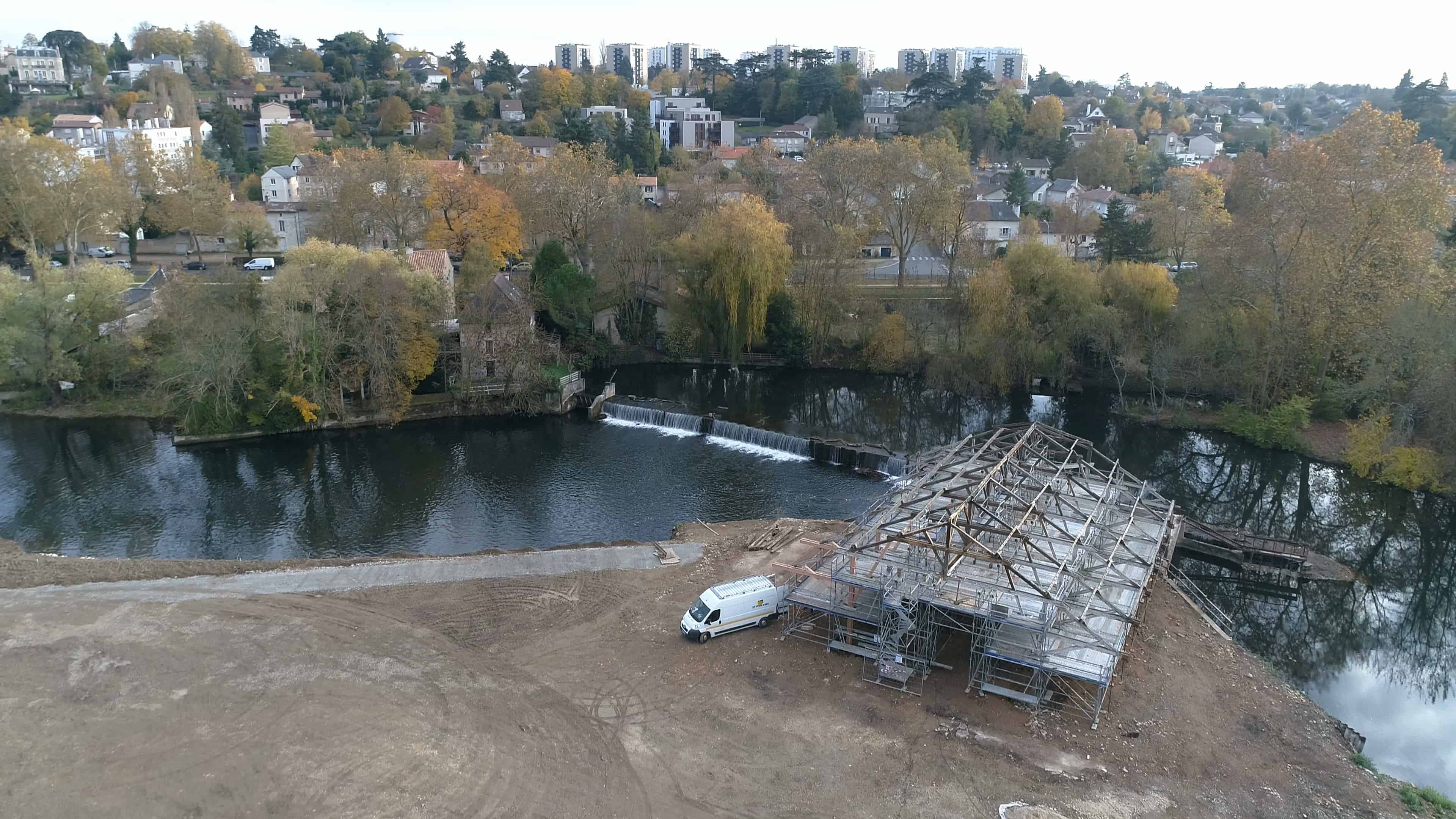 Photo en drone de Poitiers