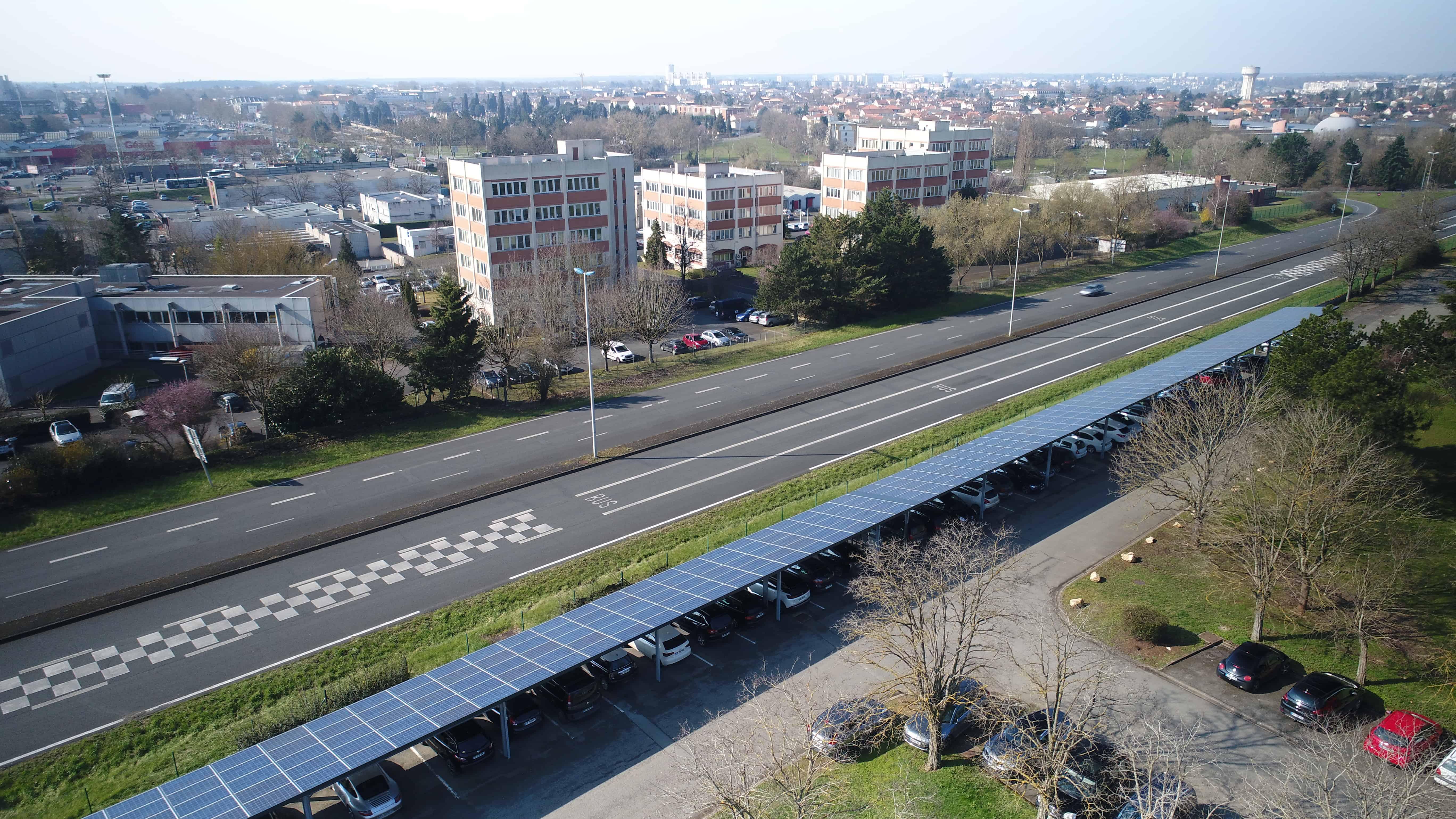 Crédit Agricole - Ombrières photovoltaïques à Poitiers (photos par drone).